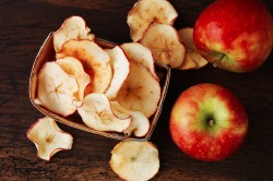 Healthy Snacks: Homemade Apple Crisps