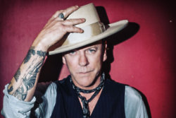 Kiefer Sutherland (Monster Pics)