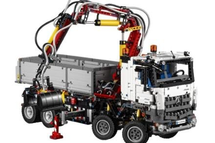 Lego and Mercedes collaborate