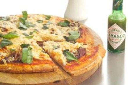 Superbowl Recipe: Double Cheese and Tabasco Pizza