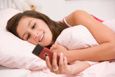 Teens' Mobile Phone Bills Skyrocket Because of First Love and Teenage Crush