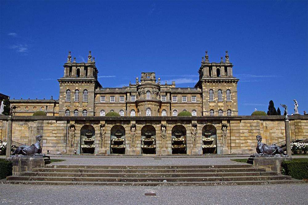 Customer service robot on trial at Blenheim Palace
