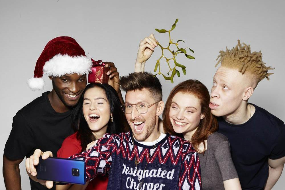 Christmas In Holland.Huawei And Henry Holland Launch Phone Charging Christmas Jumper