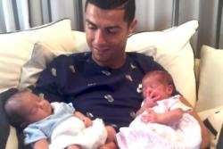 Cristiano Ronaldo and his twins (c) Facebook