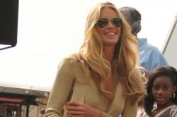 Elle Macpherson Not Interested In Plastic Surgery