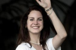 Lana Del Rey Sparks Engagement Rumours