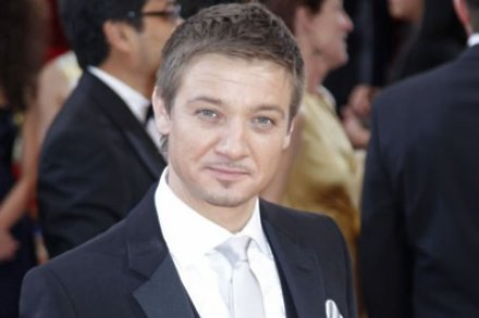 Jeremy Renner impressed by stuntman Cruise