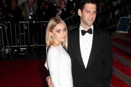 Justin Bartha and Ashley Olsen