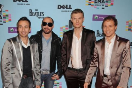 Backstreet Boys urge guys to see their show