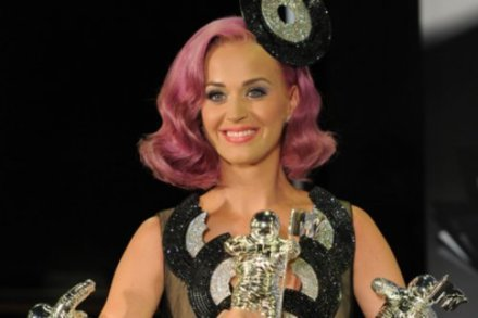 Katy Perry with her three awards