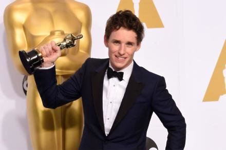 Eddie Redmayne with his Best Actor Oscar at the Academy Awards