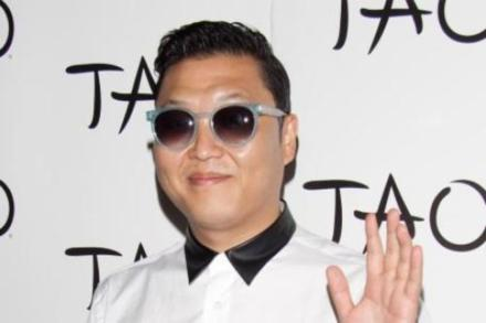 PSY won two awards