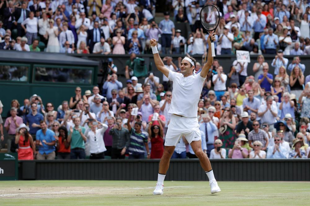 Federer cruises to record victory