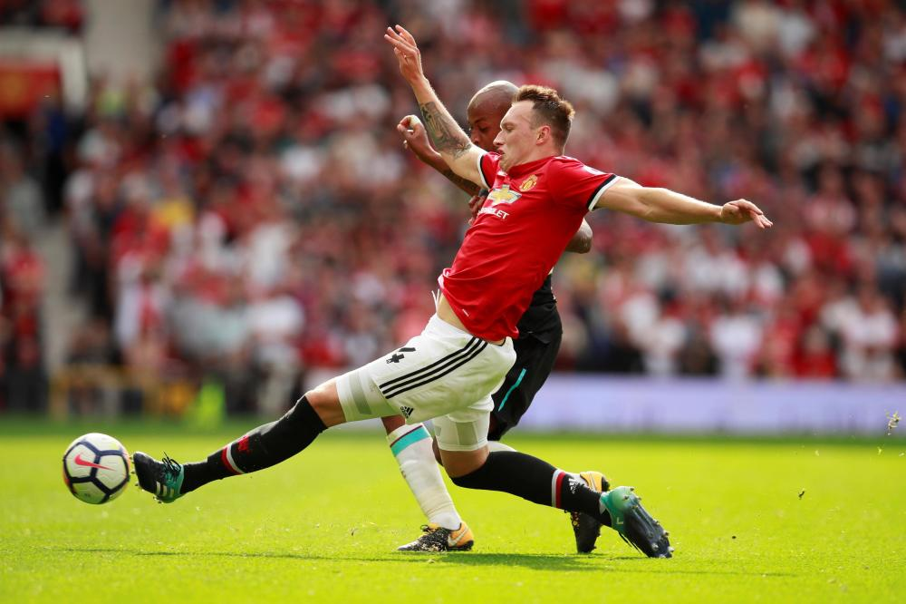 Jones expected to be fit for United
