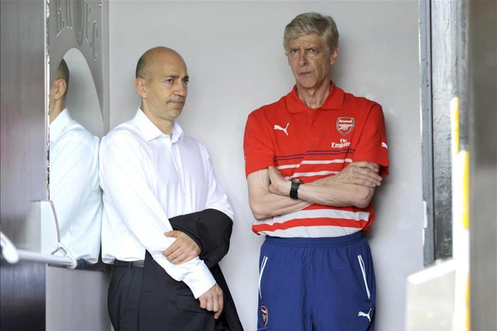 Gazidis coy on Wenger extension