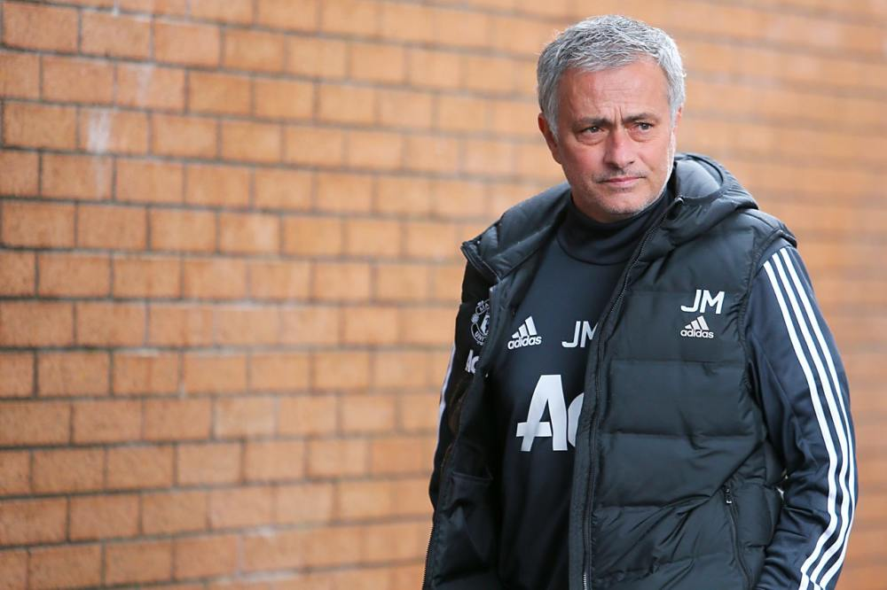 Mourinho may delay defender plans