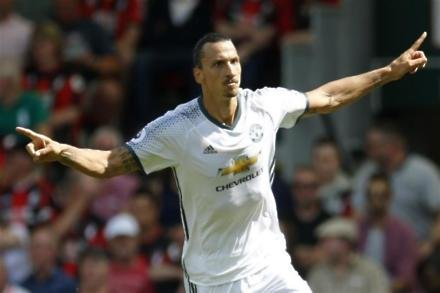 Ibrahimovic closing in on United return