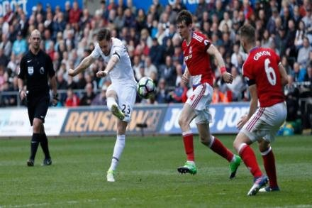 Sigurdsson's Swans exit in doubt