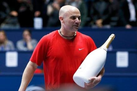 Agassi happy to help Djokovic