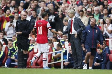 Ozil deal hinges on Wenger future