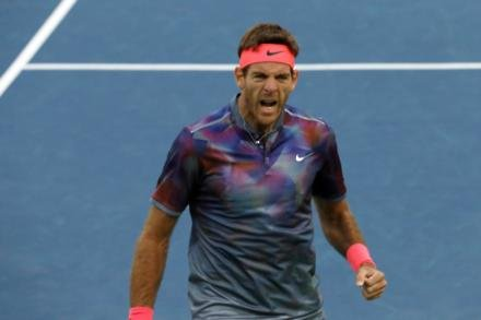 Del Potro close to Finals spot