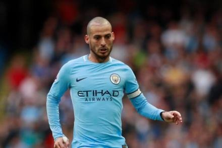 Silva extends City stay