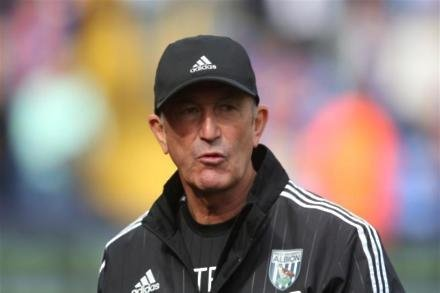 Pulis watches Championship clash