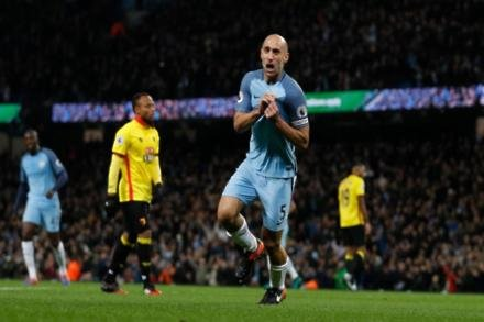 Zabaleta could get City stay