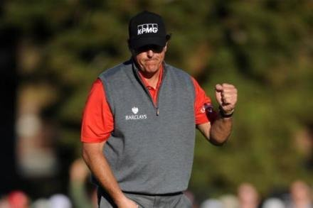 Mickelson talks up Oakmont chances