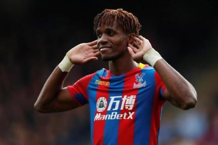 Hodgson jumps to Zaha defence