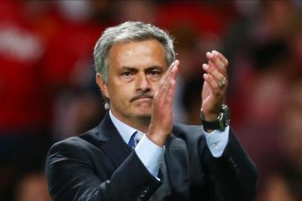 Mourinho set to snub PSG for Reds