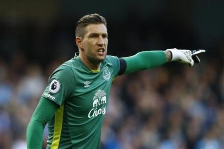 Everton keeper set to miss out
