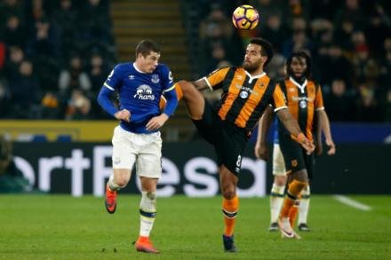 Koeman to bide time over Barkley