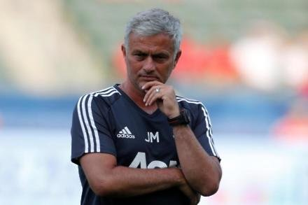 Mourinho ponders United selection