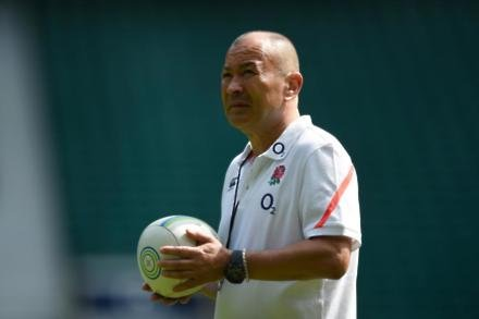 Jones happy to see England struggle