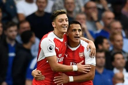 Wenger makes duo commitment claim