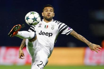 Alves opts for City