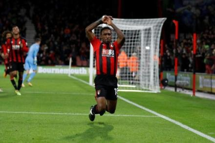 Howe cautious on Defoe
