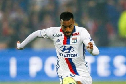 Lacazette targeting titles with Gunners