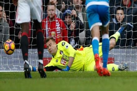 Boruc earns Bournemouth extension