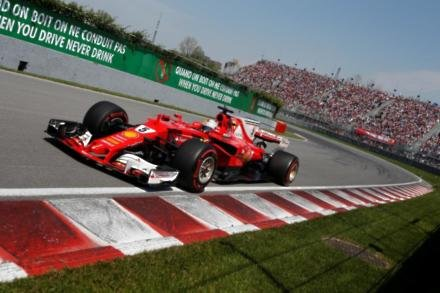 Vettel remains defiant in title fight
