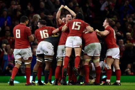 Halfpenny kicks Wales to glory