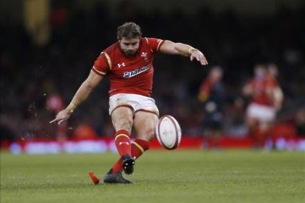 Wales hammer Scots in Cardiff rout