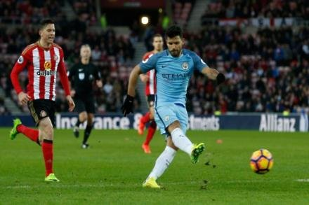Aguero playing through pain barrier