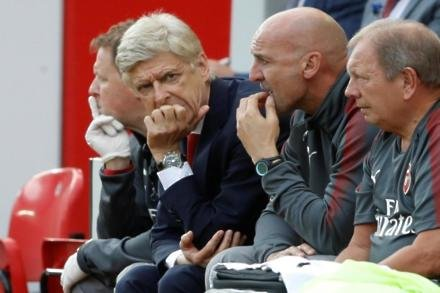 Too early to write off Arsenal - Wenger