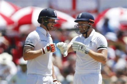 Strong Sri Lanka finish keeps England in check