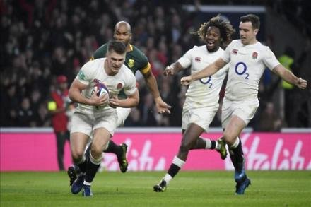 England extend winning run