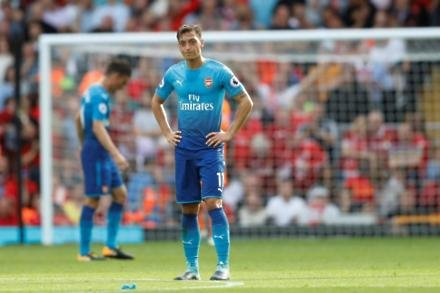 Wenger moves to defend Ozil