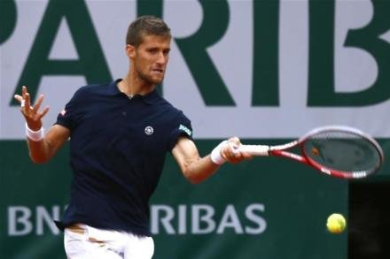 Klizan battles through in Rotterdam