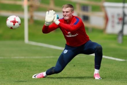 Pickford hit by injury blow